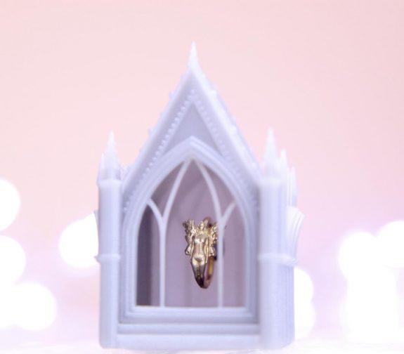 14ct gold nose ring & presentation box
