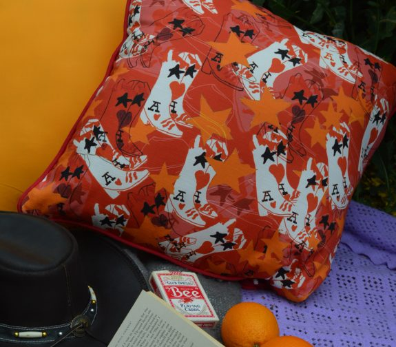 Lucky draw - Cowboy boot cushion