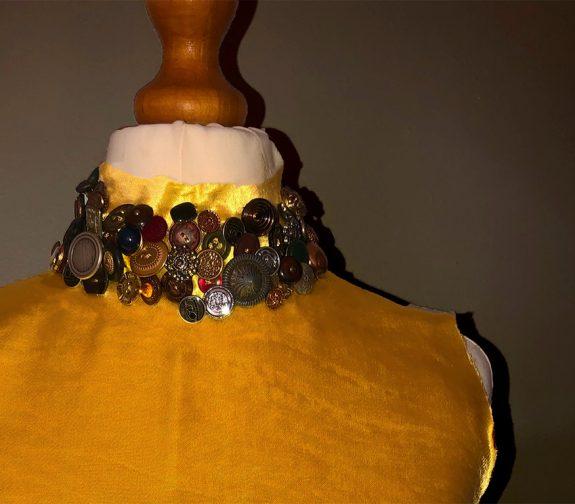 Esmeralda: collar detail